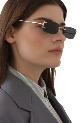 Женские солнцезащитные очки LINDA FARROW черного цвета, арт. LFL1131C1 SUN   Фото 2