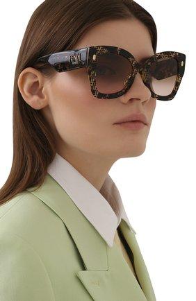 Женские солнцезащитные очки FENDI коричневого цвета, арт. 0434/G 2VM   Фото 2