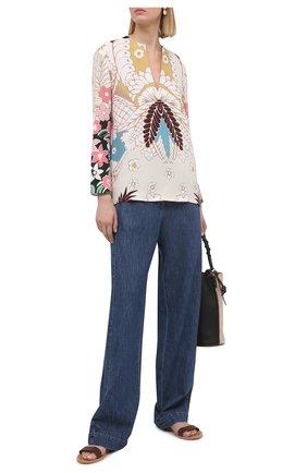 Женские джинсы VALENTINO синего цвета, арт. VB3DDD27433 | Фото 2