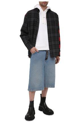 Мужские джинсовые шорты BALENCIAGA голубого цвета, арт. 641464/TDW15 | Фото 2 (Материал внешний: Хлопок; Длина Шорты М: Ниже колена; Кросс-КТ: Деним; Стили: Гранж; Принт: Без принта)