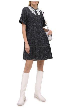 Женское хлопковое платье CHLOÉ темно-серого цвета, арт. CHC21SDR01157 | Фото 2 (Длина Ж (юбки, платья, шорты): Мини; Материал внешний: Хлопок; Рукава: Короткие; Стили: Романтичный; Женское Кросс-КТ: Платье-одежда; Кросс-КТ: Деним; Случай: Повседневный)