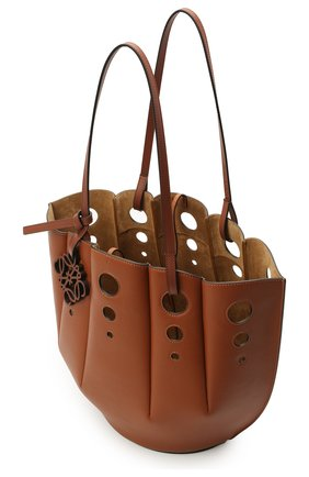 Женский сумка-тоут shell LOEWE коричневого цвета, арт. A657R52X13 | Фото 4 (Сумки-технические: Сумки-шопперы; Ошибки технического описания: Нет ширины; Размер: medium; Материал: Натуральная кожа)