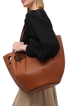 Женский сумка-тоут shell LOEWE коричневого цвета, арт. A657R52X13 | Фото 5 (Сумки-технические: Сумки-шопперы; Ошибки технического описания: Нет ширины; Размер: medium; Материал: Натуральная кожа)