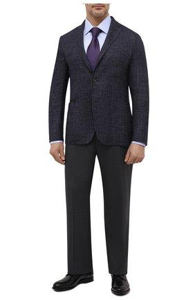 Мужская хлопковая сорочка BRIONI светло-голубого цвета, арт. RCLU0U/0807C | Фото 2 (Длина (для топов): Стандартные; Материал внешний: Хлопок; Рукава: Длинные; Случай: Формальный; Принт: Однотонные; Воротник: Акула; Рубашки М: Regular Fit; Стили: Классический; Big sizes: Big Sizes; Манжеты: На пуговицах)