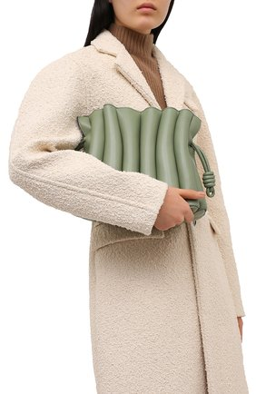 Женская сумка flamenco LOEWE зеленого цвета, арт. A411FC4X01   Фото 2 (Сумки-технические: Сумки через плечо; Размер: medium; Материал: Натуральная кожа; Ремень/цепочка: На ремешке)