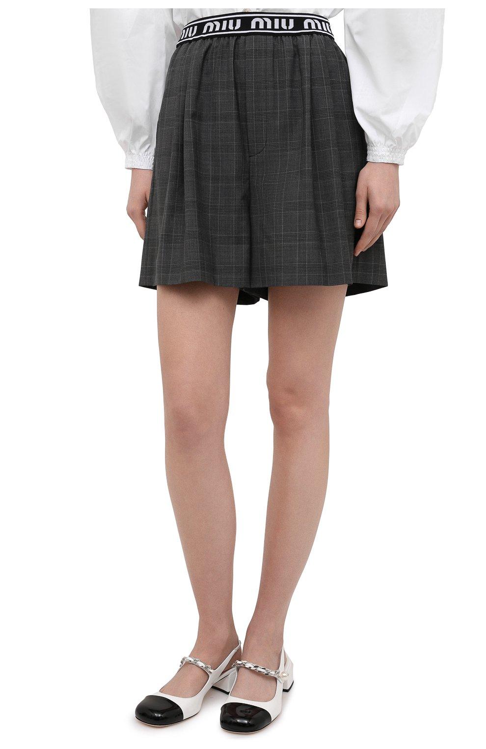 Женские шерстяные шорты MIU MIU темно-серого цвета, арт. MP1431-1UK2-F0480 | Фото 3 (Женское Кросс-КТ: Шорты-одежда; Материал внешний: Шерсть; Длина Ж (юбки, платья, шорты): Мини; Кросс-КТ: Широкие; Стили: Спорт-шик)