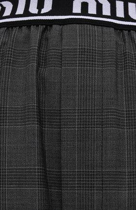 Женские шерстяные шорты MIU MIU темно-серого цвета, арт. MP1431-1UK2-F0480 | Фото 5 (Женское Кросс-КТ: Шорты-одежда; Материал внешний: Шерсть; Длина Ж (юбки, платья, шорты): Мини; Кросс-КТ: Широкие; Стили: Спорт-шик)