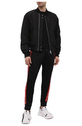Мужские джоггеры DSQUARED2 черного цвета, арт. S74KB0505/S25497 | Фото 2 (Материал внешний: Синтетический материал, Хлопок; Длина (брюки, джинсы): Стандартные; Силуэт М (брюки): Джоггеры; Стили: Спорт-шик; Мужское Кросс-КТ: Брюки-трикотаж)