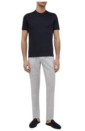 Мужские хлопковые домашние брюки ZIMMERLI светло-серого цвета, арт. 4763-75182 | Фото 2 (Длина (брюки, джинсы): Стандартные; Кросс-КТ: домашняя одежда; Мужское Кросс-КТ: Брюки-белье; Материал внешний: Хлопок)