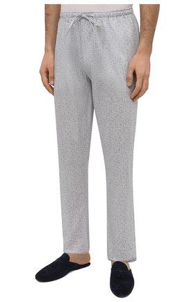 Мужские хлопковые домашние брюки ZIMMERLI светло-серого цвета, арт. 4763-75182 | Фото 3 (Длина (брюки, джинсы): Стандартные; Кросс-КТ: домашняя одежда; Мужское Кросс-КТ: Брюки-белье; Материал внешний: Хлопок)