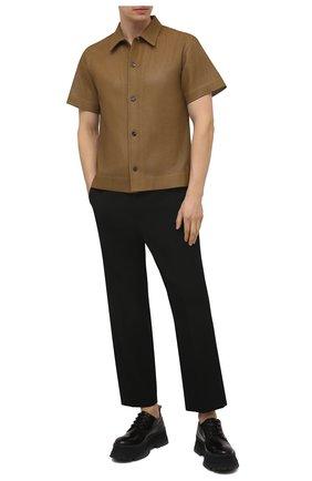 Мужская кожаная рубашка BOTTEGA VENETA светло-коричневого цвета, арт. 647064/V0IT0 | Фото 2 (Материал внешний: Кожа; Длина (для топов): Стандартные; Рукава: Короткие; Случай: Повседневный; Стили: Минимализм; Принт: Однотонные; Воротник: Кент)