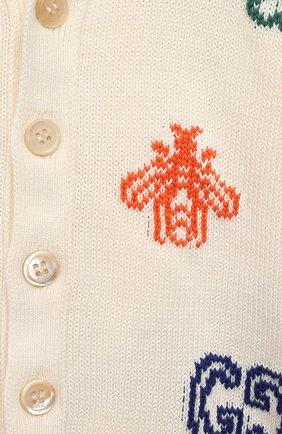 Детский хлопковый кардиган GUCCI белого цвета, арт. 639457/XKBMX   Фото 3