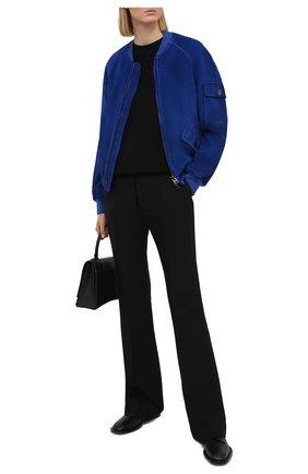 Женский замшевый бомбер TOM FORD синего цвета, арт. CSL647-LEX226 | Фото 2 (Длина (верхняя одежда): Короткие; Рукава: Длинные; Женское Кросс-КТ: Замша и кожа; Кросс-КТ: Куртка; Стили: Спорт-шик; Материал подклада: Вискоза, Синтетический материал; Материал внешний: Замша)