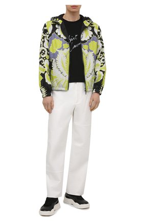 Мужская куртка VALENTINO разноцветного цвета, арт. VV3CI36879W | Фото 2 (Длина (верхняя одежда): Короткие; Рукава: Длинные; Материал подклада: Синтетический материал; Материал внешний: Синтетический материал; Стили: Кэжуэл; Кросс-КТ: Куртка, Ветровка)