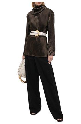 Женская блузка BOTTEGA VENETA темно-зеленого цвета, арт. 648952/V0CS0 | Фото 2 (Материал внешний: Купро; Длина (для топов): Удлиненные; Принт: Без принта; Женское Кросс-КТ: Блуза-одежда; Рукава: Длинные; Стили: Романтичный)