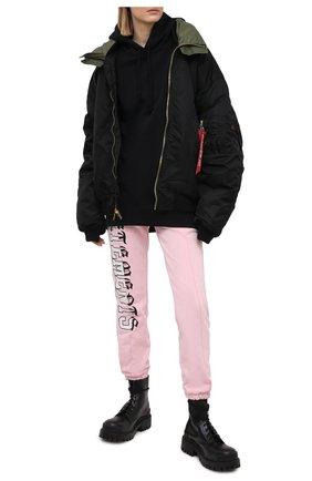 Женские хлопковые джоггеры VETEMENTS розового цвета, арт. WE51PA940P 1605/BABY PINK | Фото 2