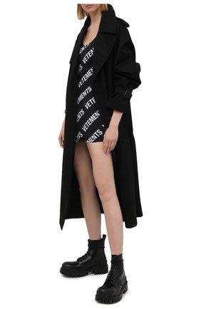 Женское платье VETEMENTS черно-белого цвета, арт. WE51DR650W 2605/BLACK/WHITE | Фото 2