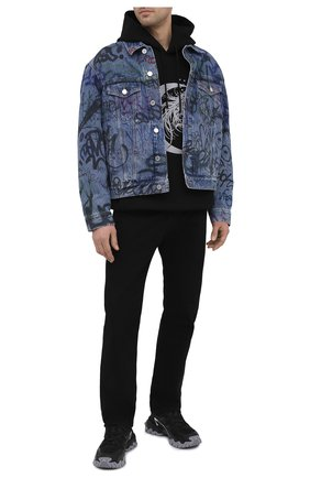 Мужская джинсовая куртка VETEMENTS синего цвета, арт. UE51JA940B 2803/M | Фото 2 (Длина (верхняя одежда): Короткие; Стили: Гранж; Кросс-КТ: Куртка, Деним; Материал внешний: Хлопок; Рукава: Длинные)