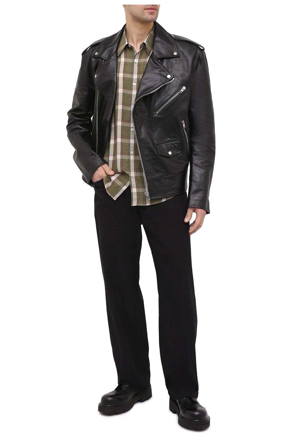 Мужская кожаная куртка VETEMENTS черного цвета, арт. UE51JA800WL 2470/M   Фото 2 (Кросс-КТ: Куртка; Рукава: Длинные; Стили: Гранж; Мужское Кросс-КТ: Кожа и замша; Длина (верхняя одежда): Короткие; Материал подклада: Вискоза)