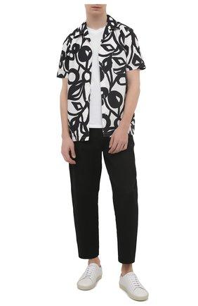 Мужская хлопковая рубашка ASPESI черно-белого цвета, арт. S1 A CE63 F288 | Фото 2 (Материал внешний: Хлопок; Рукава: Короткие; Длина (для топов): Стандартные; Случай: Повседневный; Принт: С принтом; Воротник: Отложной; Стили: Кэжуэл)