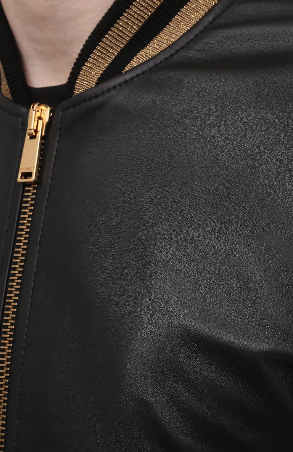 Мужской кожаный бомбер VERSACE черного цвета, арт. A81890/1L00176 | Фото 5 (Кросс-КТ: Куртка; Рукава: Длинные; Принт: С принтом; Мужское Кросс-КТ: Кожа и замша; Длина (верхняя одежда): Короткие; Материал подклада: Купро; Стили: Кэжуэл)