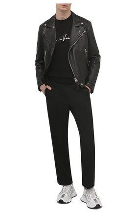 Мужской хлопковый свитер VERSACE черного цвета, арт. A85006/A232493 | Фото 2 (Длина (для топов): Стандартные; Материал внешний: Хлопок; Рукава: Длинные; Стили: Кэжуэл; Принт: С принтом; Мужское Кросс-КТ: Свитер-одежда)