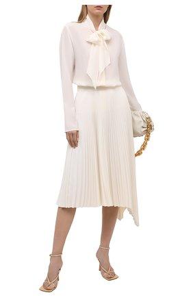 Женская шелковая блузка JOSEPH светло-бежевого цвета, арт. JF005231 | Фото 2 (Длина (для топов): Стандартные; Рукава: Длинные; Материал внешний: Шелк; Женское Кросс-КТ: Блуза-одежда; Стили: Бохо; Принт: Без принта)