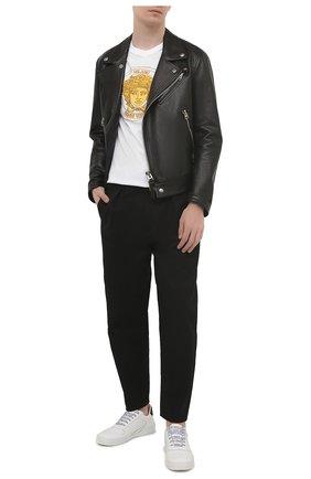 Мужская хлопковая футболка VERSACE белого цвета, арт. A89288/A228806   Фото 2 (Длина (для топов): Стандартные; Рукава: Короткие; Материал внешний: Хлопок; Принт: С принтом; Стили: Кэжуэл)