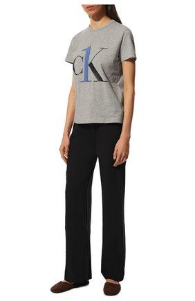 Женская хлопковая футболка CALVIN KLEIN серого цвета, арт. QS6436E   Фото 2