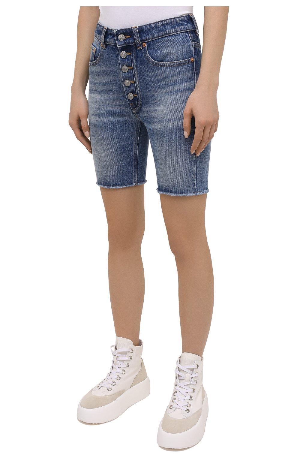 Женские джинсовые шорты MM6 синего цвета, арт. S62MU0030/S30589   Фото 3