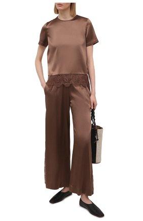 Женские шелковые брюки MAX&MOI коричневого цвета, арт. E21BRYA | Фото 2 (Силуэт Ж (брюки и джинсы): Широкие; Материал внешний: Шелк; Длина (брюки, джинсы): Стандартные; Женское Кросс-КТ: Брюки-одежда; Материал подклада: Вискоза; Стили: Романтичный)