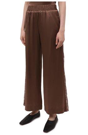 Женские шелковые брюки MAX&MOI коричневого цвета, арт. E21BRYA | Фото 3 (Силуэт Ж (брюки и джинсы): Широкие; Материал внешний: Шелк; Длина (брюки, джинсы): Стандартные; Женское Кросс-КТ: Брюки-одежда; Материал подклада: Вискоза; Стили: Романтичный)