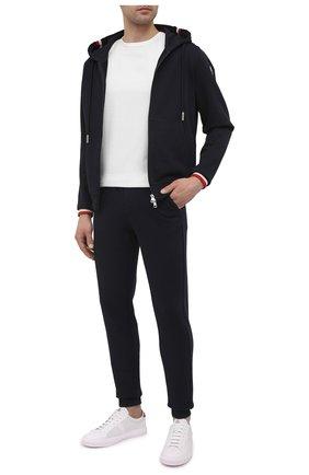 Мужские хлопковые джоггеры MONCLER темно-синего цвета, арт. G1-091-8H704-00-V8007 | Фото 2 (Длина (брюки, джинсы): Стандартные; Материал внешний: Хлопок; Кросс-КТ: Спорт; Силуэт М (брюки): Джоггеры; Мужское Кросс-КТ: Брюки-трикотаж; Стили: Спорт-шик)
