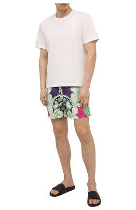 Мужские плавки-шорты VALENTINO разноцветного цвета, арт. VV3UH02879W | Фото 2 (Мужское Кросс-КТ: плавки-шорты; Принт: С принтом; Материал внешний: Синтетический материал)