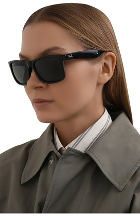 Женские солнцезащитные очки RAY-BAN черного цвета, арт. 4165-601/71 | Фото 2