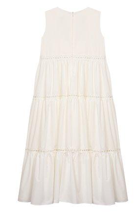 Детское хлопковое платье DESIGNERS CAT белого цвета, арт. 100000K01000716/4A-8A | Фото 2