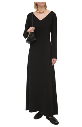 Женское платье THE ROW черного цвета, арт. 5744K378 | Фото 2 (Материал внешний: Синтетический материал, Вискоза; Женское Кросс-КТ: Платье-одежда; Рукава: Длинные; Стили: Минимализм; Длина Ж (юбки, платья, шорты): Макси; Случай: Формальный)