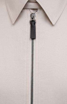Мужской хлопковый бомбер BRIONI кремвого цвета, арт. SLQW0L/P0009 | Фото 5 (Кросс-КТ: Куртка; Рукава: Длинные; Принт: Без принта; Материал внешний: Хлопок; Стили: Классический; Длина (верхняя одежда): Короткие; Материал подклада: Купро)
