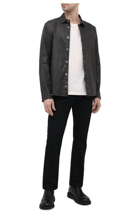 Мужская кожаная рубашка TRANSIT темно-серого цвета, арт. CFUTRNS281   Фото 2 (Рукава: Длинные; Длина (для топов): Стандартные; Случай: Повседневный; Принт: Однотонные; Воротник: Кент; Манжеты: На пуговицах)