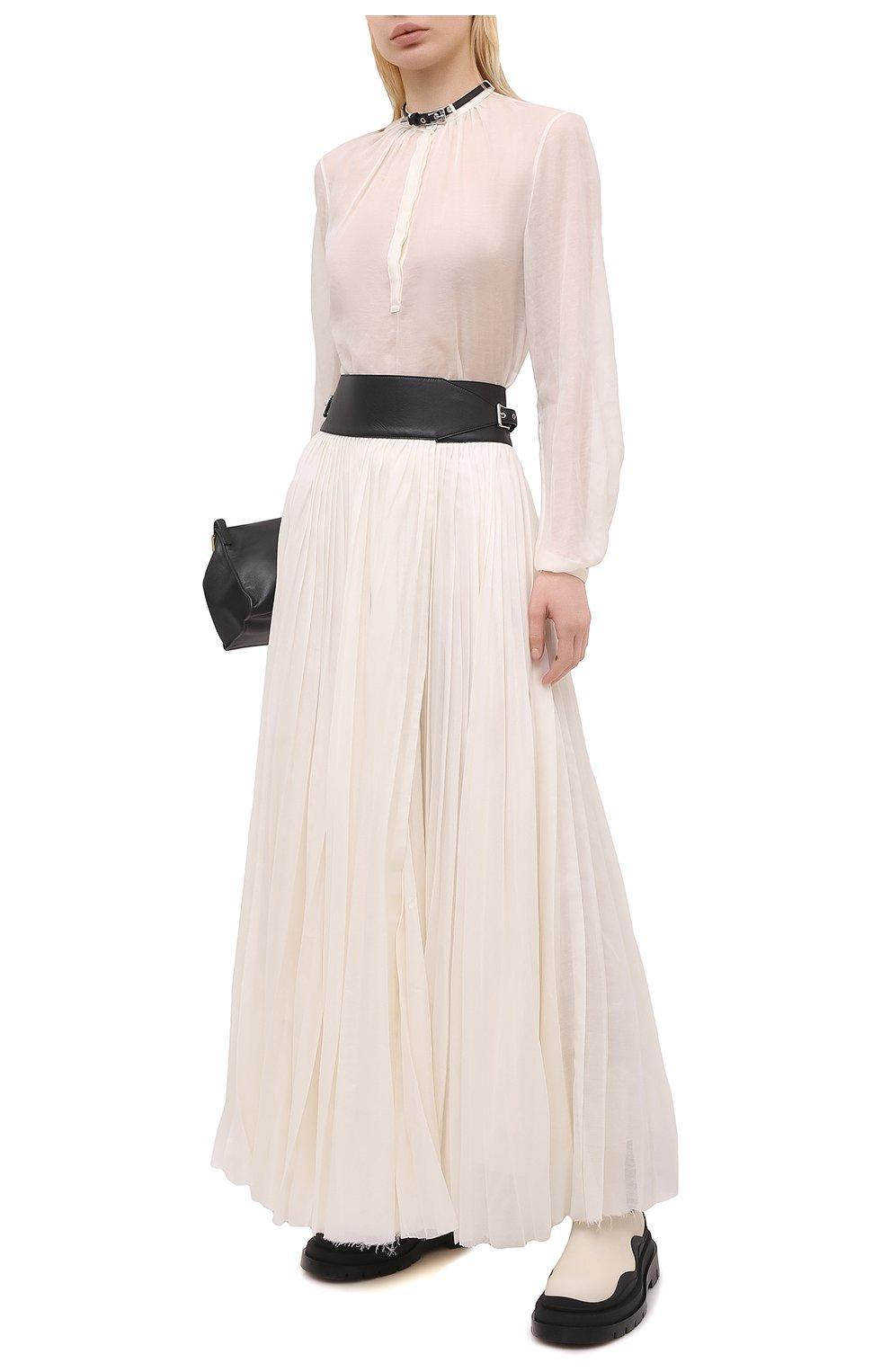 Женская хлопковая блузка GABRIELA HEARST светло-бежевого цвета, арт. 321121 S038   Фото 2 (Материал внешний: Шелк, Хлопок; Рукава: Длинные; Принт: Без принта; Длина (для топов): Стандартные; Стили: Классический; Женское Кросс-КТ: Блуза-одежда)