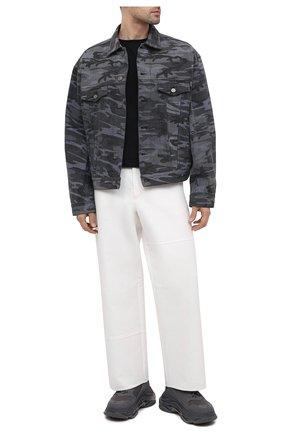 Мужская джинсовая куртка BALENCIAGA серого цвета, арт. 620731/TJW55 | Фото 2 (Длина (верхняя одежда): Короткие; Рукава: Длинные; Материал внешний: Хлопок; Кросс-КТ: Куртка, Деним; Стили: Гранж)