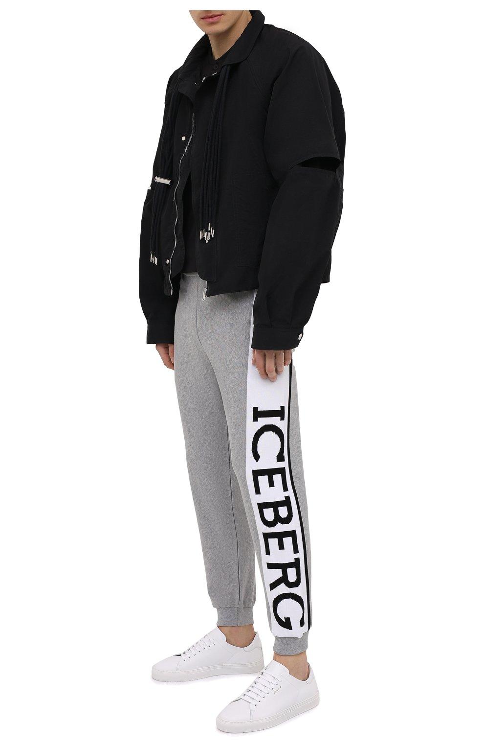 Мужские хлопковые джоггеры ICEBERG серого цвета, арт. 21E I1P0/AB05/7604 | Фото 2 (Кросс-КТ: Спорт; Материал внешний: Хлопок; Стили: Спорт-шик; Силуэт М (брюки): Джоггеры; Длина (брюки, джинсы): Укороченные)