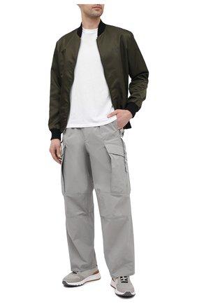 Мужские брюки-карго KAZUYUKI KUMAGAI светло-серого цвета, арт. AP11-210 | Фото 2 (Материал внешний: Синтетический материал; Длина (брюки, джинсы): Стандартные; Случай: Повседневный; Силуэт М (брюки): Карго; Стили: Минимализм)