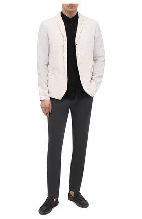 Мужские хлопковые брюки TRANSIT темно-серого цвета, арт. CFUTRNC120 | Фото 2 (Материал внешний: Хлопок; Длина (брюки, джинсы): Стандартные; Случай: Повседневный; Стили: Кэжуэл; Силуэт М (брюки): Чиносы)