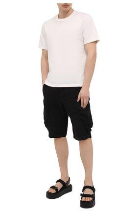 Мужские льняные шорты TRANSIT черного цвета, арт. CFUTRND133   Фото 2 (Длина Шорты М: Ниже колена; Материал внешний: Лен; Мужское Кросс-КТ: Шорты-одежда; Принт: Без принта; Стили: Кэжуэл)