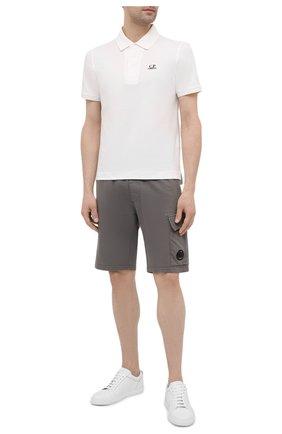 Мужские хлопковые шорты C.P. COMPANY темно-серого цвета, арт. 10CMSB041A-002246G | Фото 2 (Материал внешний: Хлопок; Кросс-КТ: Трикотаж; Принт: Без принта; Стили: Спорт-шик; Длина Шорты М: До колена)