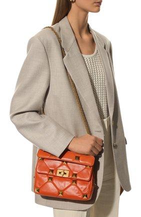 Женская сумка roman stud VALENTINO оранжевого цвета, арт. VW0B0I82/BSF   Фото 2 (Материал: Натуральная кожа; Размер: small; Ремень/цепочка: На ремешке; Сумки-технические: Сумки top-handle, Сумки через плечо)