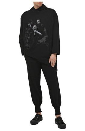 Мужские хлопковые джоггеры YOHJI YAMAMOTO черного цвета, арт. HD-T06-077 | Фото 2 (Длина (брюки, джинсы): Стандартные; Материал внешний: Хлопок; Силуэт М (брюки): Джоггеры; Мужское Кросс-КТ: Брюки-трикотаж; Стили: Спорт-шик)