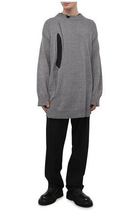 Мужской хлопковый свитер YOHJI YAMAMOTO темно-серого цвета, арт. HD-K02-091 | Фото 2 (Длина (для топов): Удлиненные; Материал внешний: Хлопок; Рукава: Длинные; Мужское Кросс-КТ: Свитер-одежда; Стили: Бохо; Принт: Без принта)