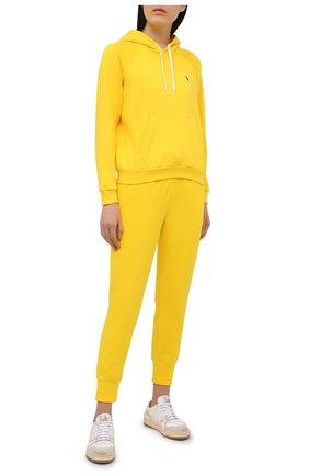 Женские хлопковые джоггеры POLO RALPH LAUREN желтого цвета, арт. 211780215   Фото 2